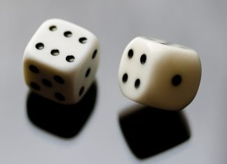 Throwing the dice to represent short selling as betting