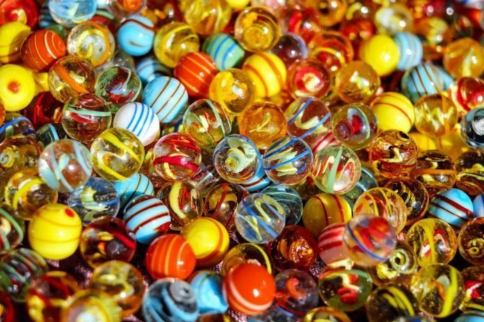 different marbles to represent diversifying your portolfio